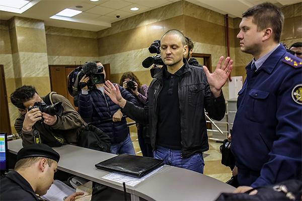 Обвиняемый в подготовке массовых беспорядков оппозиционер Сергей Удальцов в Мосгорсуде.