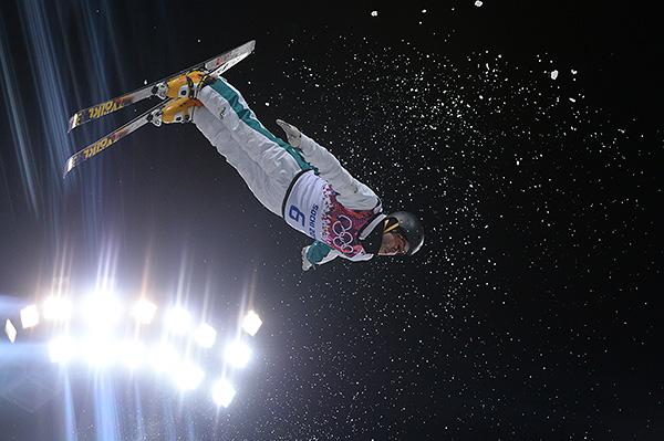 Дэвид Моррис (Австралия) в финале соревнований по лыжной акробатике среди мужчин в Сочи.