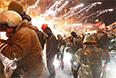 Взрывное устройство, прилетевшее со стороны милиции, оторвало руку одному из бойцов самообороны Майдана, еще несколько человек получили ранения.