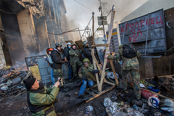 http://www.interfax.ru/ftproot/photos/photostory/2014/02/19/_0004_kiev.jpg