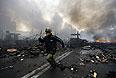 Несмотря на объявленное лидерами оппозиции и президентом страны Виктором Януковичем перемирие, в четверг на Майдане возобновились вооруженные столкновения.