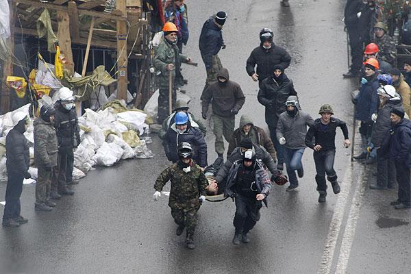 Протестующие заняли здание Октябрьского дворца (Международный центр культуры и искусств) в Киеве.