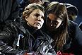 Бывшая глава правительства Украины Юлия Тимошенко с дочерью Евгенией на Майдане.