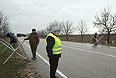 """Отряд самообороны на блокпосту у аэропорта """"Бельбек"""" рядом с Севастополем."""