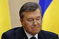 """Януковича спросили, почему он бежал. Он говорит, что не бежал, а """"переехал в Харьков"""". По дороге его кортеж обстреляли."""