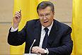 """Янукович говорит, что его """"цинично обманули"""". И не только его, но и """"весь украинский народ"""". В этой ситуации он хочет услышать ответ от тех подписантов, которые выступали гарантами выполнения договоренностей. Янукович считает, что нужно встречаться и обсуждать условия. Вопрос не снят с повестки дня."""