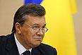 У Януковича нет ответа на вопрос, считает ли Путин его действующим президентом. Но он считает, что Россия не может быть безучастна к проблемам такого крупного партнера, как Украина. И Россия должна использовать все способы для того, чтобы предотвратить террор на Украине. При этом Янукович говорит, что он категорически против вторжения российских войск на территорию Украины.