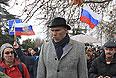 Николай Валуев идет по Севастополю.