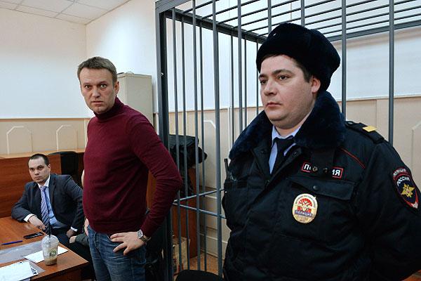 Басманный суд Москвы постановил изменить меру пресечения оппозиционеру Алексею Навальному с подписки о невыезде на домашний арест.