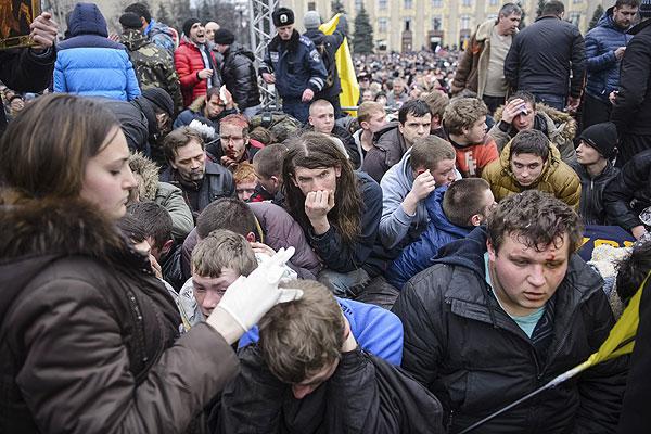 Пострадавшие в результате беспорядков в Харькове.