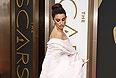 Пенелопа Крус в шелковом платье от Giambattista Valli Haute Couture.