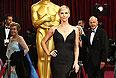 Шарлиз Терон в платье от Dior и украшениях от Harry Winston стоимостью около $15 миллионов.