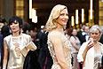 Еще одна голливудская блондинка Кейт Бланшетт - в кремовом платье.