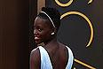 Лапита Нионго в платье от Prada.