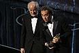 """Лучший иностранный фильм - """"Великая красота"""". На сцене: актер Тони Сервилло и режиссер Паоло Соррентино."""