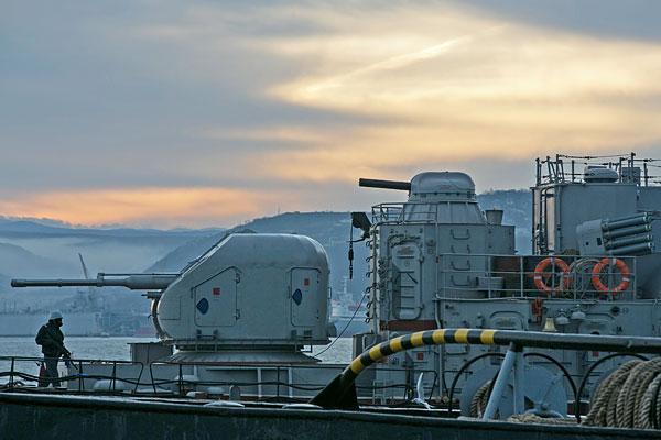 Военный корабль в порту Севастополя.
