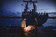 """Погрузка продовольствия на корабль военно-морских сил Украины """"Славутич"""" в порту Севастополя."""