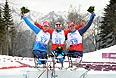Российские лыжники заняли весь пьедестал по итогам лыжной гонки на дистанции 15 км в классе LW 10-12 (сидя) среди мужчин на XI Паралимпийских зимних играх в Сочи. Сслева направо: Александр Давидович - бронзовая медаль, Роман Петушков - золотая медаль, Ирек Зарипов - серебряная медаль.