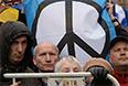 "Участники антивоенного ""Марша мира"" во время митинга на проспекте Сахарова в Москве."
