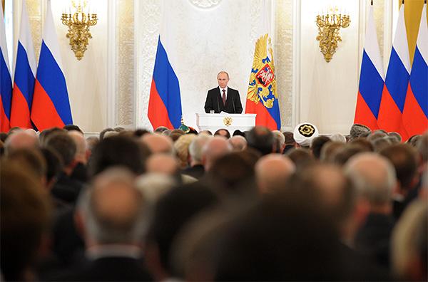 Президент России Владимир Путин зачитывает послание Федеральному собранию о вступлении Крыма в состав России.