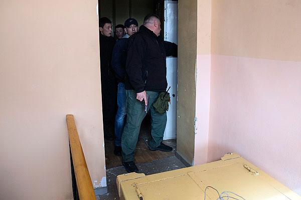 Активисты самообороны Севастополя внутри здания штаба ВМС Украины.