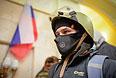 Протестующий внутри захваченного здания областной администрации в Харькове.