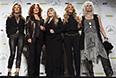 Шэрил Кроу, Бонни Рэитт, Стиви Никс, Кэрри Андервуд и Эммилу Харрис перед церемонией записи в легенды рока.
