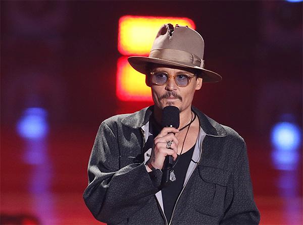 Джонни Депп объявляет лучший фильм по версии MTV.