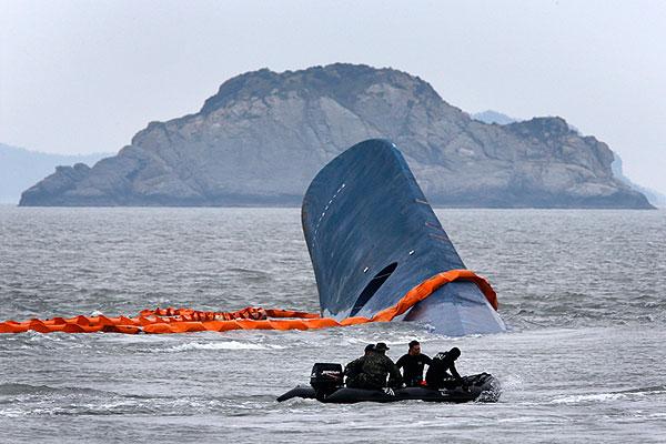 Поисковая операция на месте крушения судна продолжается. Для ее проведения мобилизованы 555 служащих морского флота, береговой охраны и дайверов. Поиски осложняются плохой видимостью под водой и сильными морскими течениями.