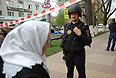 """Сотрудниками полиции блокировано здание банка """"Западный"""" в Белгороде.  Утром в понедельник мужчина захватил заложников в белгородском отделении банка """"Западный"""", у которого ЦБ отозвал лицензию."""