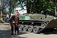 Техника, захваченная сторонниками федерализации на одной из улиц Славянска.