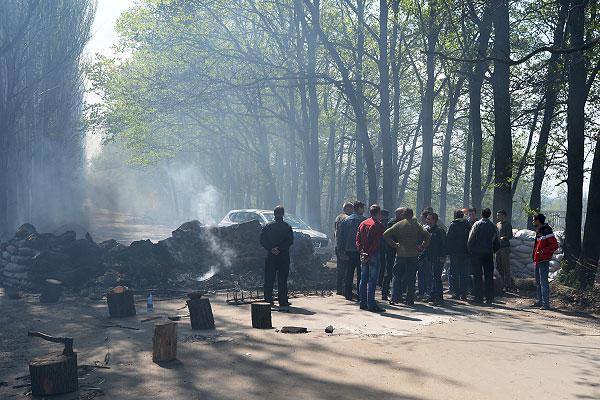 На блокпосту у Комбикормового завода под Славянском после того, как от него отошли украинские военные.