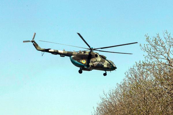 Украинский военный вертолет над Малиновкой.