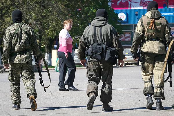 Сторонники федерализации патрулируют Славянск.
