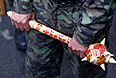 """Один из сторонников """"народного губернатора"""" Луганска держит в руках декоративную булаву."""