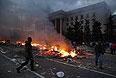 Так вечером выглядела площадь перед одесским Домом профсоюзов.