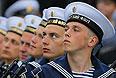 Моряки принимают участие в военном параде в Севастополе.