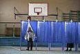 Спортзал одной из школ Донецка, ставший на время избирательным участком.