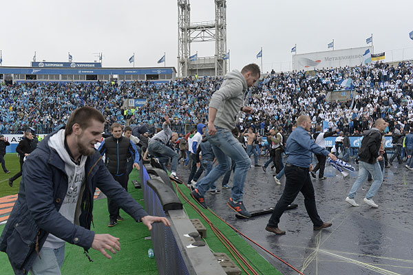 """Беспорядки на стадионе """"Петровский"""" в Санкт-Петербурге."""