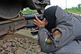 Боец самообороны Славянска на одном из блокпостов.