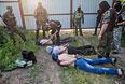 Бойцы народного ополчения Донбасса задержали подозрительных мужчин на окраине города Краматорска.