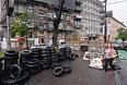 Оставшиеся после акций сторонников евроинтеграции баррикады из автомобильных покрышек на Институтской улице.