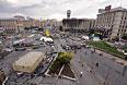Оставшиеся после акций сторонников евроинтеграции баррикады на площади Независимости в Киеве.