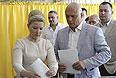 Юлия Тимошенко с мужем Александром голосует в Днепропетровске.