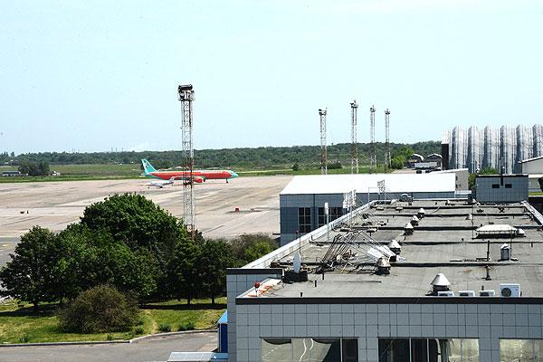 """Согласно информации пресс-службы, аэропорт не перешел под контроль сил """"Донецкой народной республики""""."""
