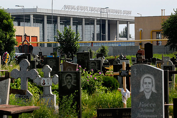 Вид на здание аэропорта Донецка.