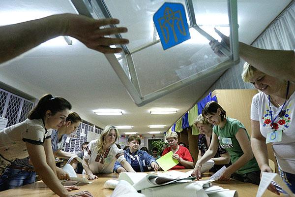 По данным Центризбиркома со большинства избирательных участков, где действительно проводилось голосование, явка на выборах превысила 60%.