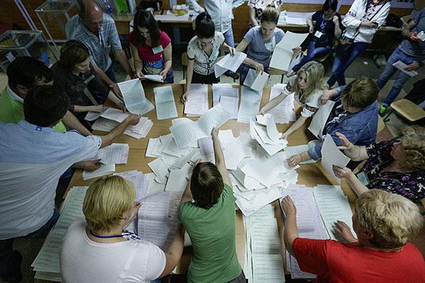 Генпрокуратура Украины ранее заявила, что выборы президента в целом прошли спокойно и демократично. Исключением стали Донецкая и Луганская области. На них пришлось около 85 процентов всех нарушений.