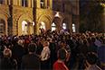 В 11 часов утра в Сухуми должна начаться внеочередная сессия парламента Абхазии, но, по мнению ряда наблюдателей, парламент может не набрать конституционного большинства депутатов для принятия каких-либо принципиальных решений.