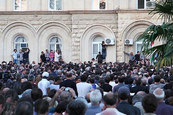 """По мнению секретаря Совбеза республики, """"в Абхазии происходит попытка государственного переворота""""."""